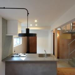 モールテックスのキッチンとペンダント照明