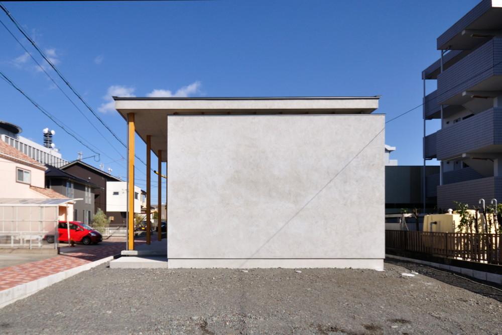 グレーのモルタル外壁