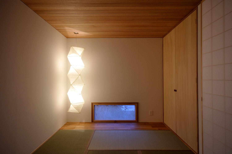 和室とイサムノグチのアカリ