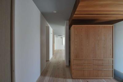 天井グレー壁ホワイト玄関収納家具