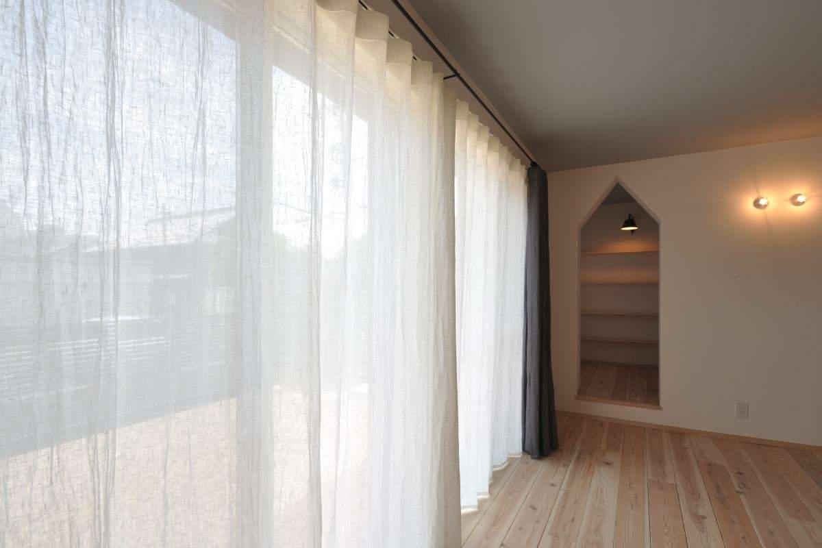 リネンカーテンと秘密の小部屋