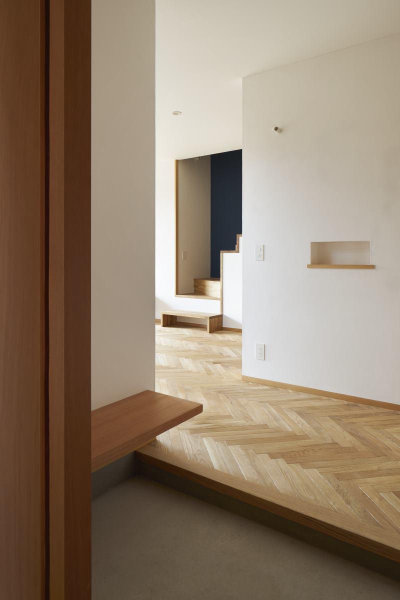 ヘリンボーン床の玄関